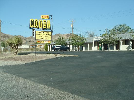 ‪‪El Portal Motel‬: El Portal -- nice, clean, low cost lodging in a 60's era building‬