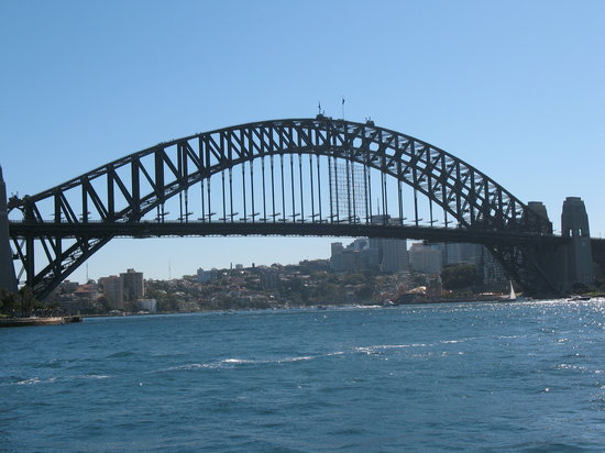 Sidney, Avustralya: Sydney Bridge view on Harbour Cruise