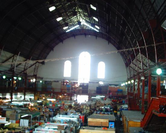 Hidalgo Market (Mercado Hidalgo) : A huge building