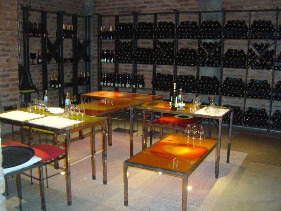Cavas Wine Lodge : Cellar - Tasting room