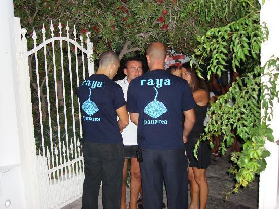 Hotel Raya: Raya security