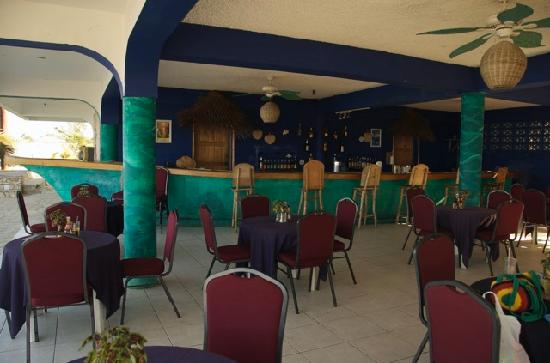 Negril Escape Resort & Spa: Bar and restaurant area