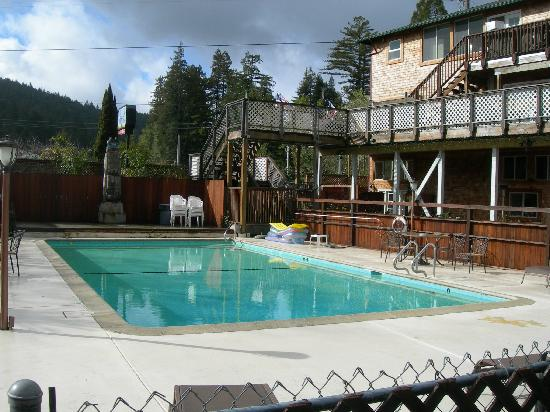 The Woods Resort at the Russian River : the pool area