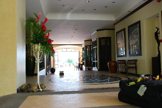 The Wharf Hotel & Marina: Main lobby