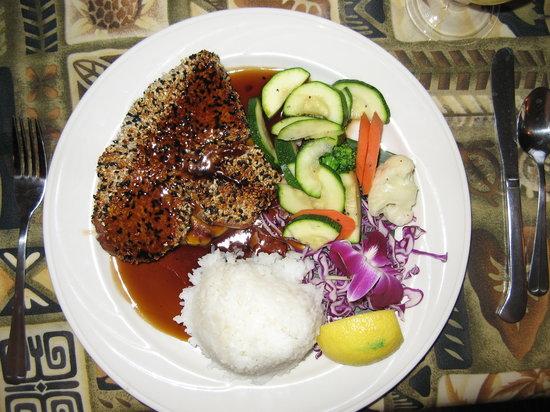 Castaway Cafe: Ahi with sesame crust and pinapple glaze