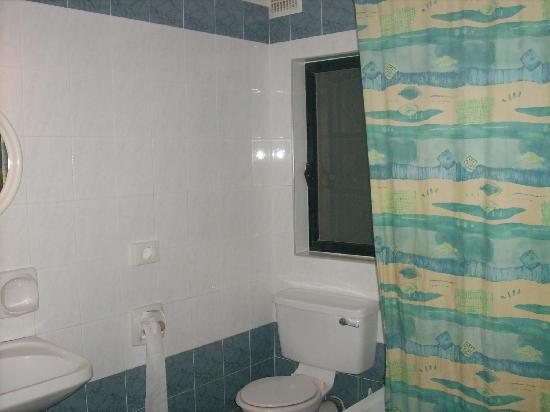 Sunseeker Holiday Complex : big clean bathroom