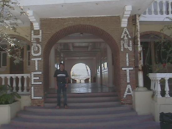 Hotel Anita: Hotel Entrance