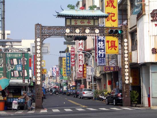 Taipung Suites: Tainan street