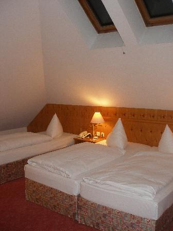 BEST WESTERN PLUS Parkhotel Erding: Our room