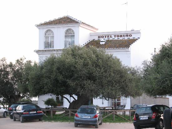 Front view of Hotel Toruno