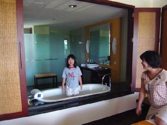 Novotel Bali Nusa Dua Hotel & Residences: see through bath tub