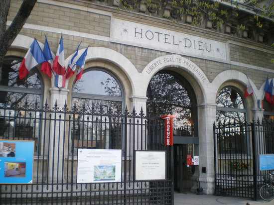 Hospitel-Hotel Dieu Paris : Hotel/hospital entrance