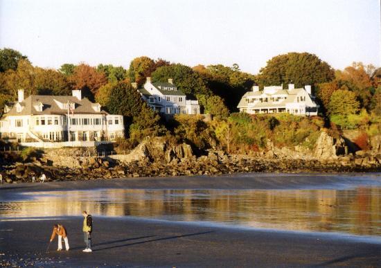 York Harbor Inn: York Harbor is just a stone's throw from the Inn.