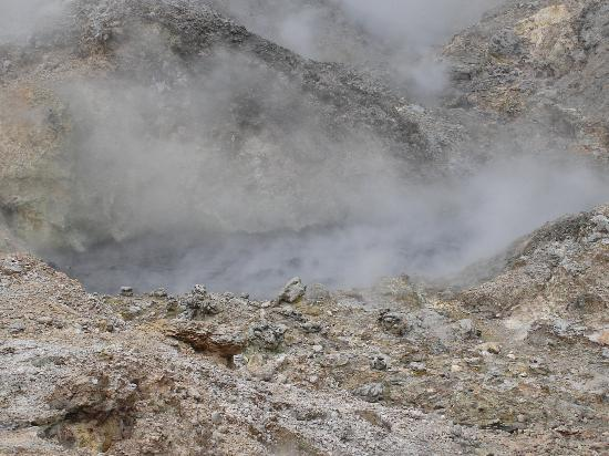 St. Lucia: Picture of the inside of the volcano