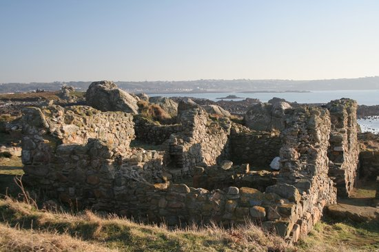 Guernesey, UK : Guernsey: Lihou Island - ruined priory