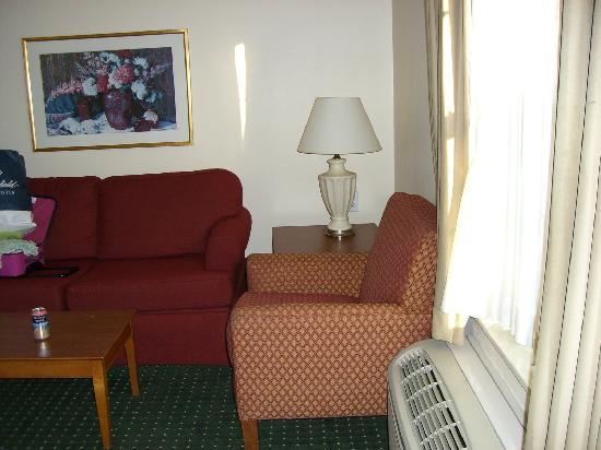TownePlace Suites Atlanta Norcross/Peachtree Corners : Chair and Couch