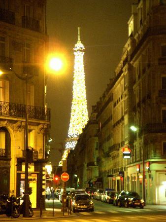 Jays Paris : A view of La Tour Eiffel from a corner near Jays