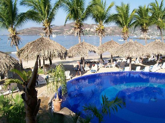 Totally relaxing at villa mexicana on la ropa beach for Villas ximena zihuatanejo