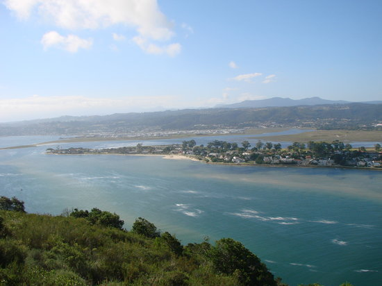 Knysna, Sør-Afrika: view of the lagoon from east head