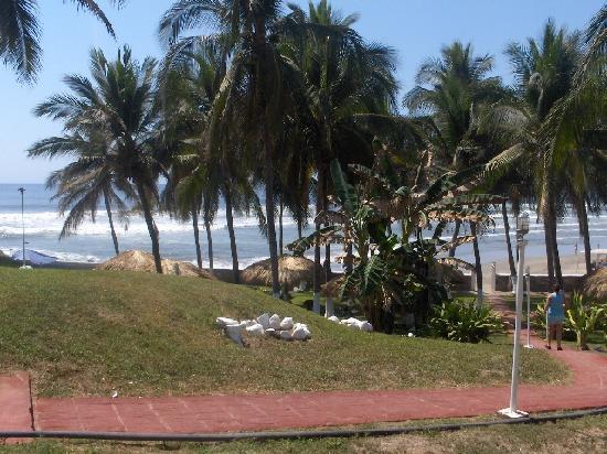 Hotel Club Papanoa : vista de los jardines del hotel