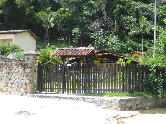 Pousada Oásis Ilha Grande: The entrance from the beach
