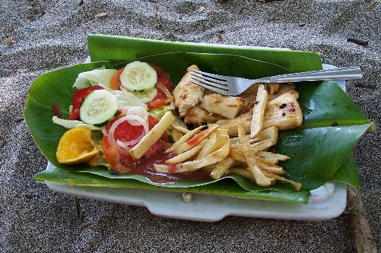 Arenas del Mar Beachfront & Rainforest Resort: Locals use cook food on the beach - this is from 2007