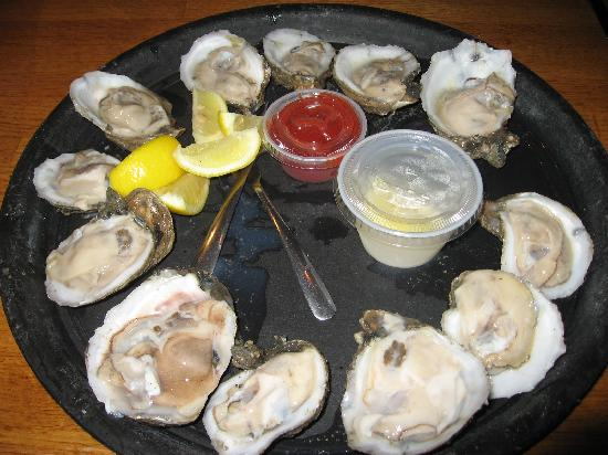 Parrain's Seafood Restaurant: Oysters on the half shell
