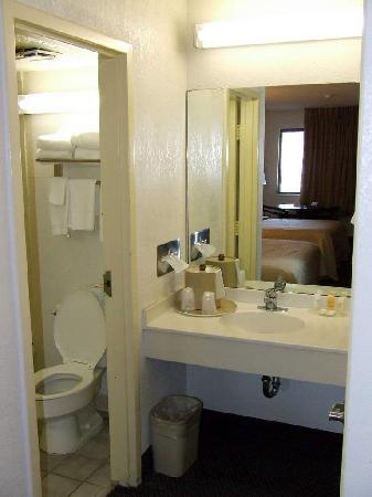 Quality Inn at Fort Lee: Bath Area