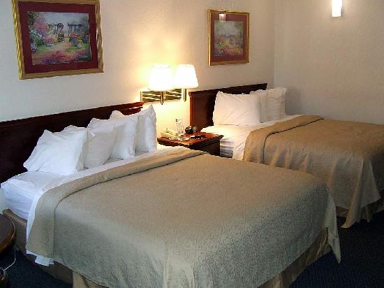 Quality Inn at Fort Lee : Bedroom Area