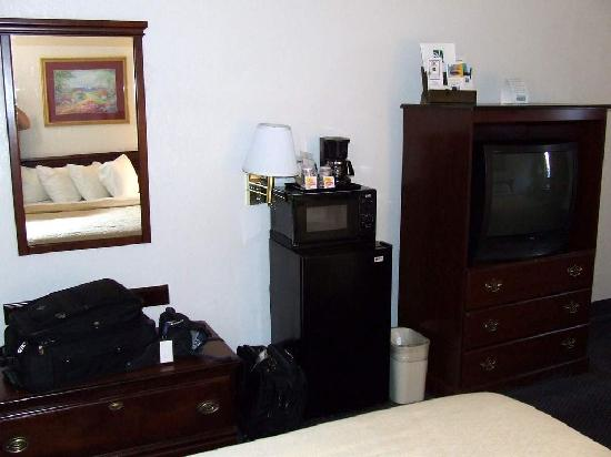 Quality Inn at Fort Lee : Micro/Fridge/TV/Coffee Maker