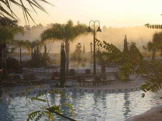 WorldQuest Orlando Resort: Whirlpool (Hintergrund) am frühen Morgen
