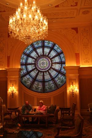 Four Seasons Hotel Cairo at the First Residence : le vitrail du lounge
