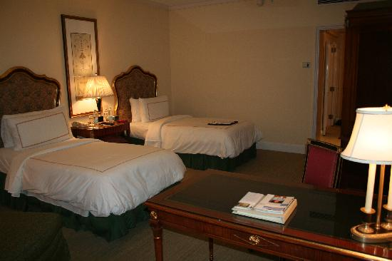 Four Seasons Hotel Cairo at the First Residence : notre chambre (avant la croisiere)