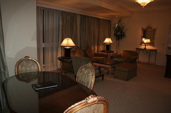 Four Seasons Hotel Cairo at the First Residence: notre suite Junior (au retour, apres la croisiere)