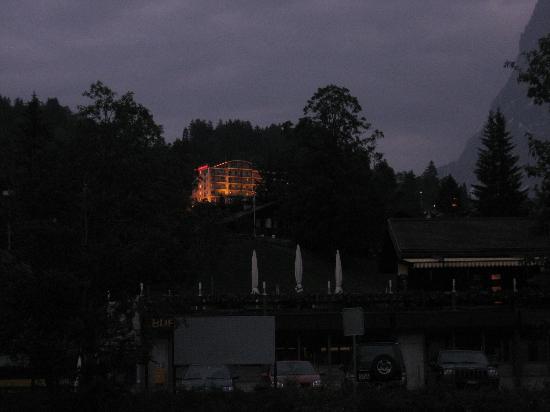 Belvedere Swiss Quality Hotel: Hotel @ Night