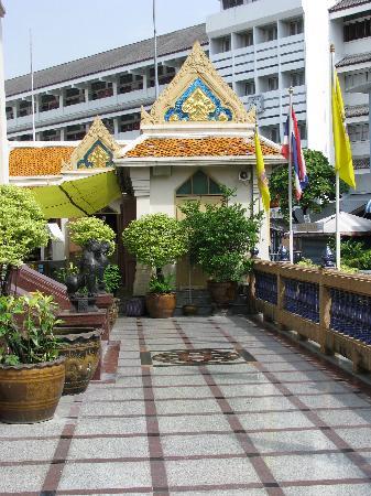 วัดไตรมิตร: Temple of the Golden Buddha (Wat Traimit)