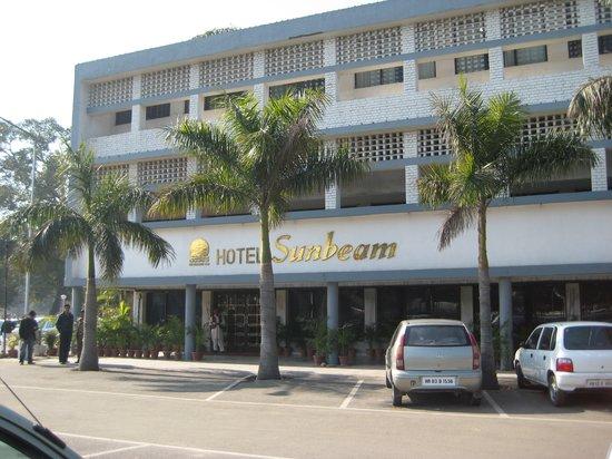 Hotel Sunbeam: Hotel front