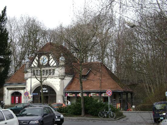 Hotel Am Wilden Eber: Nearby S-Bahn station (Grunewald)