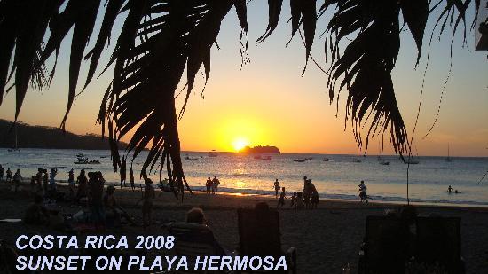 Hotel El Velero: Sunset on Playa Hermosa