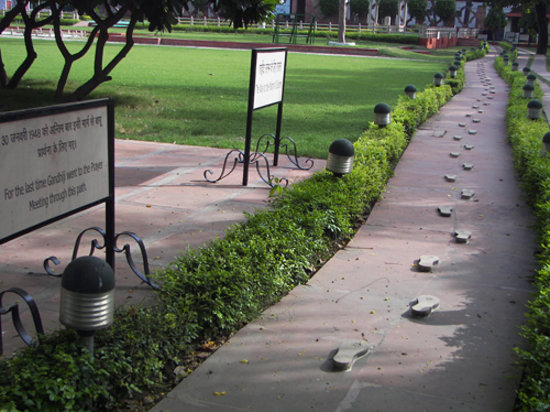 New Delhi, Indien: Gandhi's final steps, memorialized.
