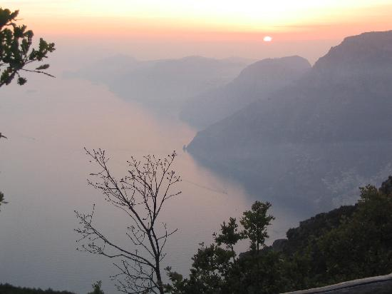 Hotel  Due Torri: Amalfi Coast Sunset below Capo Muro