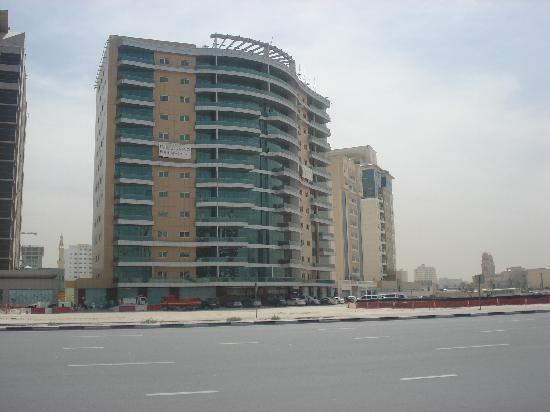 Emirates Stars Hotel Apartments : building