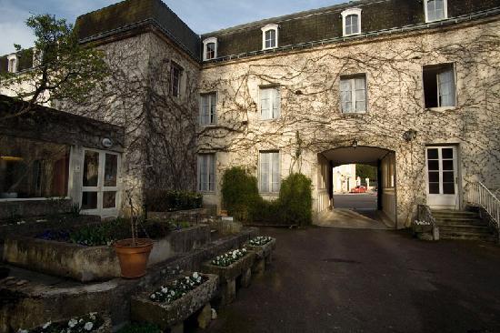 Citotel Hotel d'Avallon Vauban : Back of Hotel d'Avallon Vauban