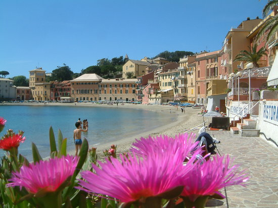 Sestri Levante, Italia: Mid April 2004 from inside the harbor. Wished we had stayed here. SLOnative.