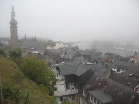 Villa Tummelchen: a foggy morning over the Mosel