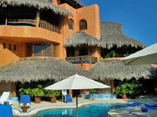 Villa Carolina Hotel: view of one of our master suite from the pool