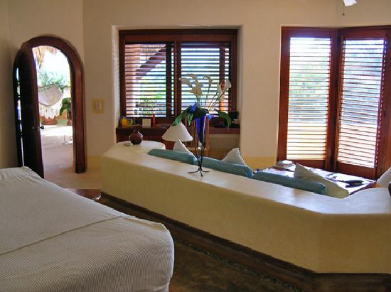 Villa Carolina Hotel: in the bedroom looking out