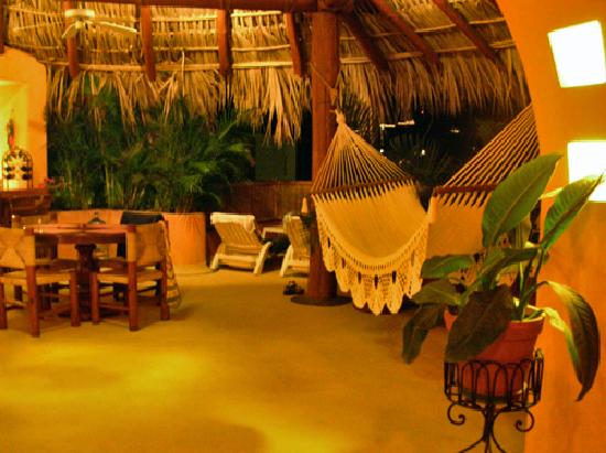 Villa Carolina Hotel: at night in the master suite, sundeck and hammock area