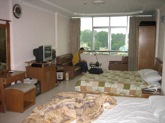 Giang Linh Hotel: family room