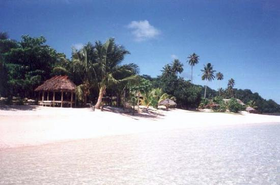 Tanu Beach Fales : Actual picture taken by me of TBF beach and sleeping huts